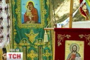 Українські священики влаштували війну за пожертви