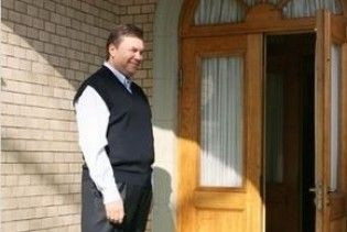 """Уряд """"переселив"""" Януковича у заповідник"""
