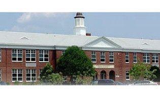 Вісім робітників постраждали внаслідок вибуху у школі