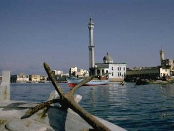 Біля берегів Лівану затонуло судно з 83 моряками