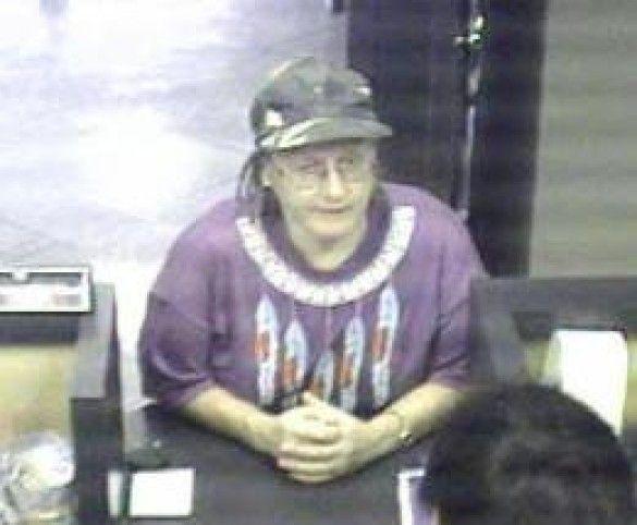 Пенсіонерка пограбувала два банки. Фото chron.com