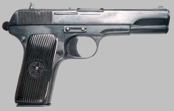 Міліціонери збували крадені пістолети