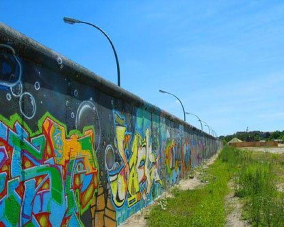 Берлінську стіну відновлять