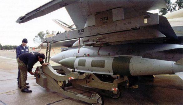 Бомба з системою супутникового наведення JDAM (Фото: www.waronline.org)