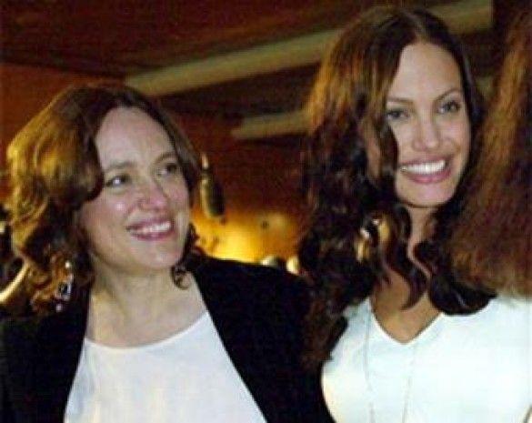 Анджеліна Джолі з мамою