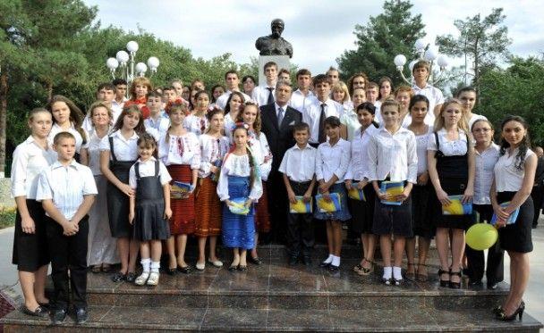 У Туркменії Ющенко саджав дерева і ходив у музей
