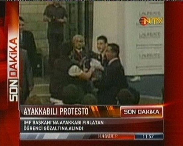 Турецький студент кинув черевиком у главу МВФ