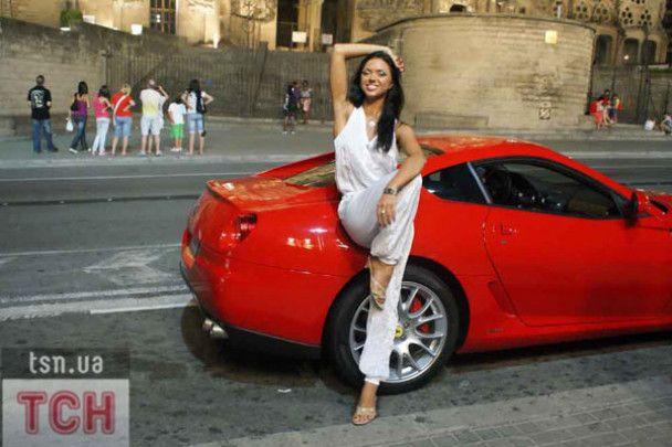 """Вікторії із """"НеАнгелів"""" шанувальник подарував Ferrari"""