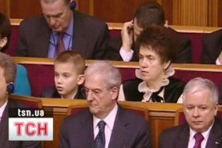 Людмила Янукович з внуком зайняли місця в ложі ВР