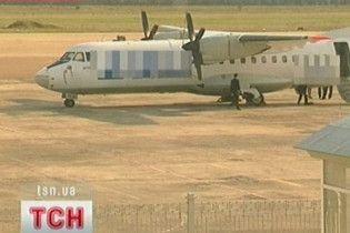 У Луганську літак ледь не переїхав авіатехніка