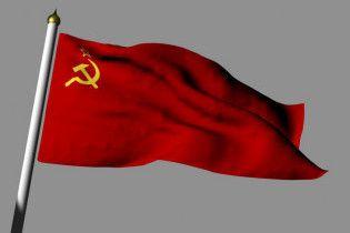У Львові націоналісти розтоптали радянські прапори