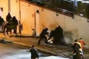 Скандал у США: опубліковано відео, де спецназ до півсмерті побив студента