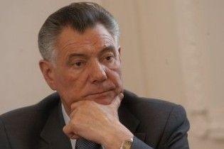 """Омельченко купив сім'ї збитого ним пішохода """"круту іномарку"""" і будинок"""