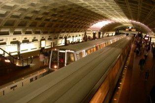 У вашингтонському метро зійшов з рейок потяг