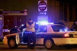 Чоловік, який відкрив стрілянину біля Пентагону, помер у лікарні