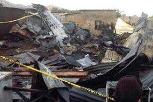 У Венесуелі палаючий літак упав на дітей та вагітних жінок