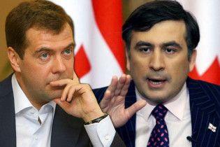 Мєдвєдєв оголосив Саакашвілі персоною нон-грата в Росії