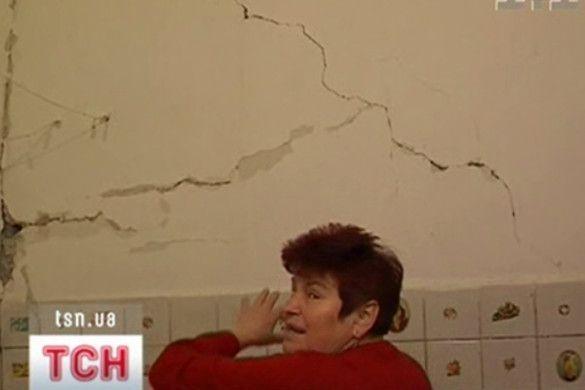 Стіна руйнується
