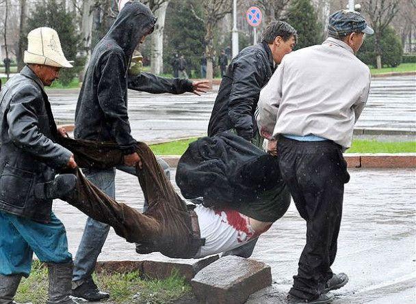 Поліція розстрілює демонстрантів у Бішкеку: опозиція заявила про 50 загиблих