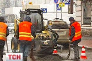 """Українські дороги можуть розраховувати лише на """"ямковий ремонт"""""""