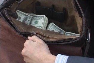 В Києві з машини офіцера СБУ викрали 50 тисяч та коштовності