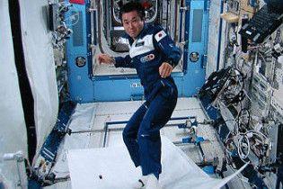Японський астронавт випробував на орбіті літаючий килим
