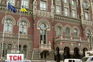 """Нацбанк пропонує передати """"Ощадбанку"""" борги """"Укрпромбанку"""""""