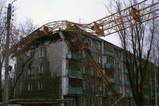В Росії будівельний кран зім'яв п'ятиповерхівку. Є загиблі