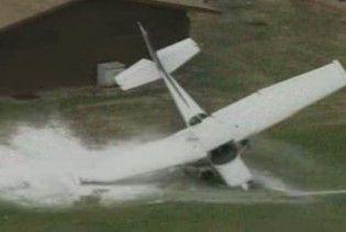 На шкільний майданчик в США аварійно приземлився літак