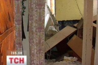 На Луганщині квартира провалилася у підвал