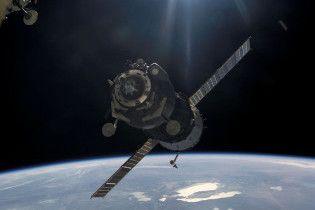 """Космічний корабель """"Союз"""" успішно приземлився в Казахстані"""