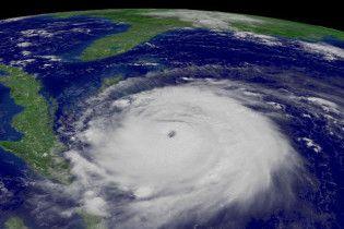 """Ураган """"Білл"""" посилився до 2 категорії"""
