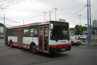На Луганщині перекинувся пасажирський автобус. Двоє людей у тяжкому стані