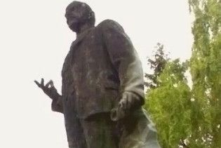 У Каневі спалили пам'ятник Леніну