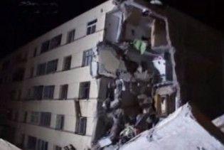 П'ятиповерховий гуртожиток в Астрахані обвалився за декілька секунд