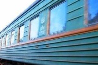 В Криму хулігани закидали камінням потяг