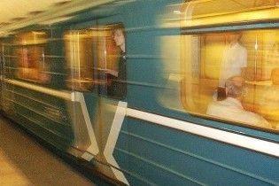 У Києві чоловік кинувся під потяг метро