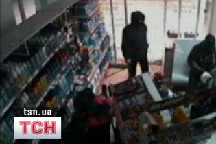 Харківські правоохоронці через рік розкрили злочин на АЗС