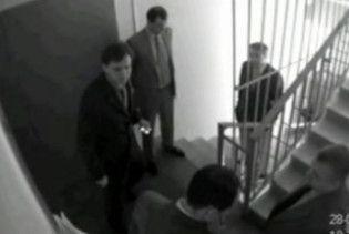 Міністр Павленко вдарив документами директора готелю