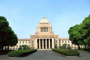 Японець зробив спробу харакірі перед будівлею парламенту