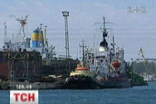 Звільнені з піратського полону українські моряки прибувають до Одеси