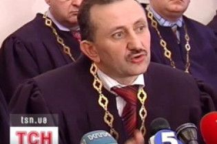 Екс-суддя Зварич особисто хоче повернути Ющенку свою нагороду