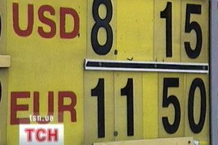 Долар на міжбанку залишився вище 8 гривень
