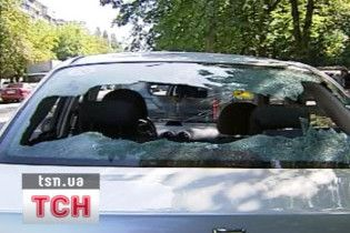 У Києві невідомі потрощили більше двох десятків автомобілів