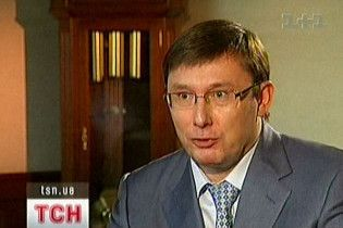 Луценко не збирається проводити чистки через вбивство Олійника