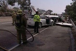 В Каліфорнії зіштовхнулися три автомобілі і літак