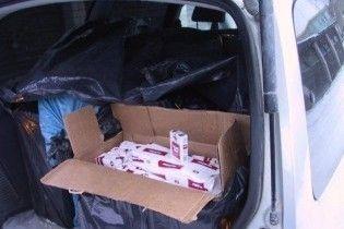 Митники вилучили рекордну партію контрабандних сигарет