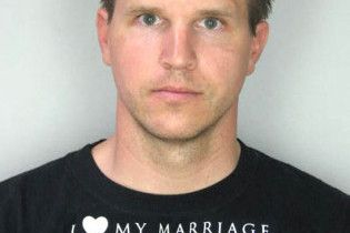 """Американець у футболці """"Я люблю свій шлюб"""" придушив дружину"""