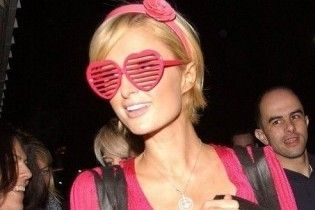 Періс Хілтон презентувала сонцезахисні окуляри
