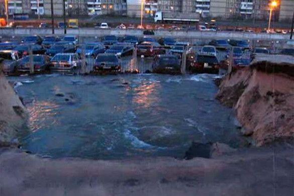 Затоплена автостоянка на Троєщині